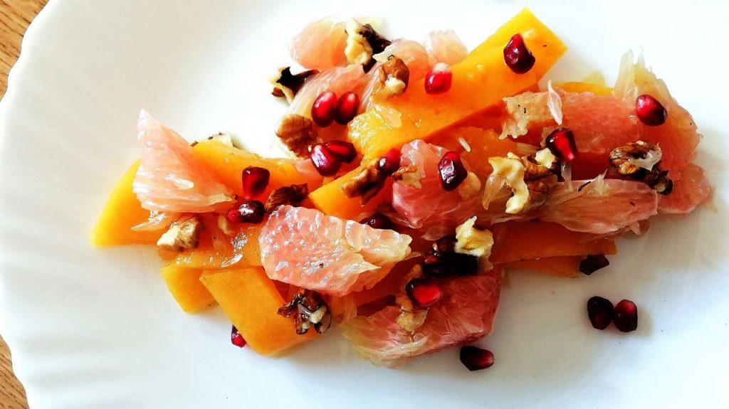 Contorni autunnali: insalata di pompelmo, zucca, noci e melograno!