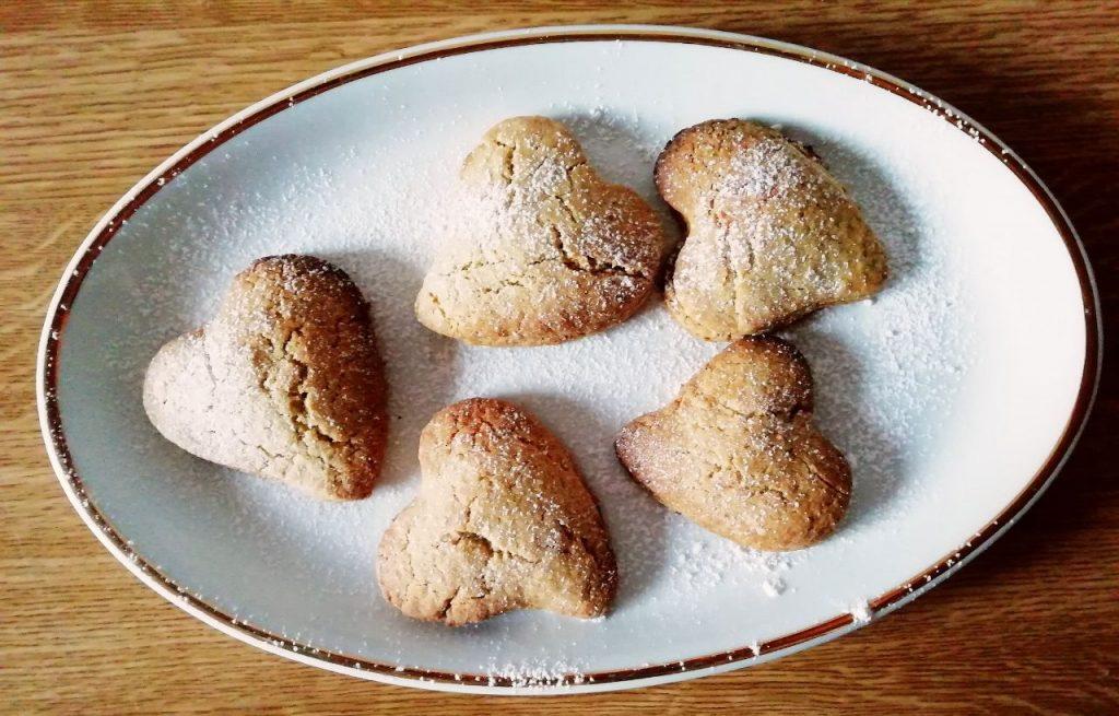 Dolci senza lattosio e senza burro: biscotti con cuore di marmellata, semplici e delicati!