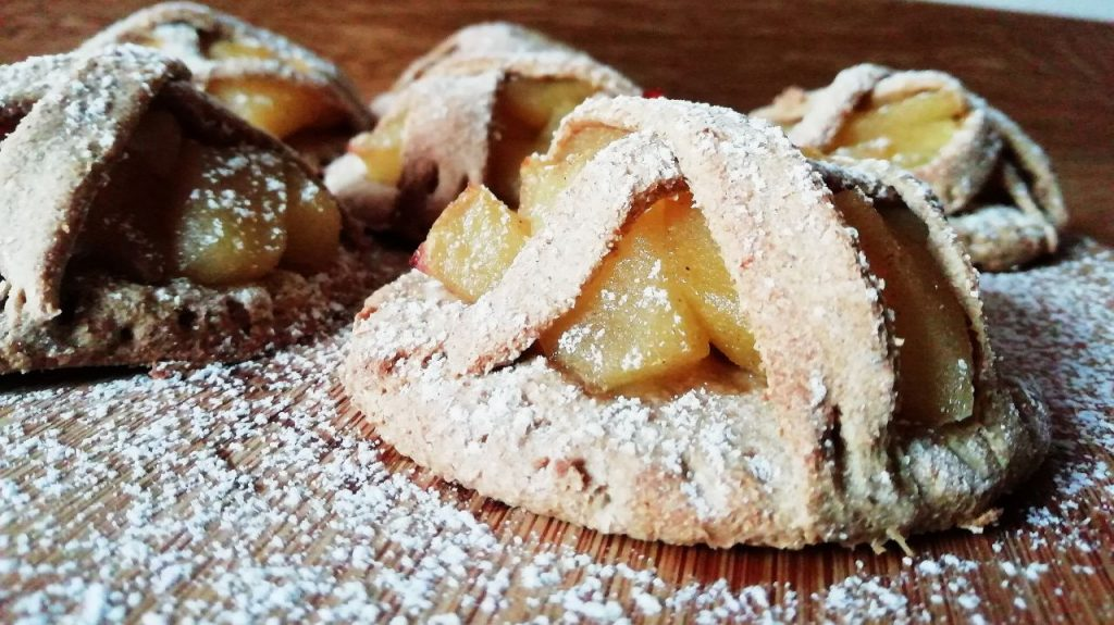 Dolci senza burro senza uova e senza latte: crostatine di mele con zucchero di canna!