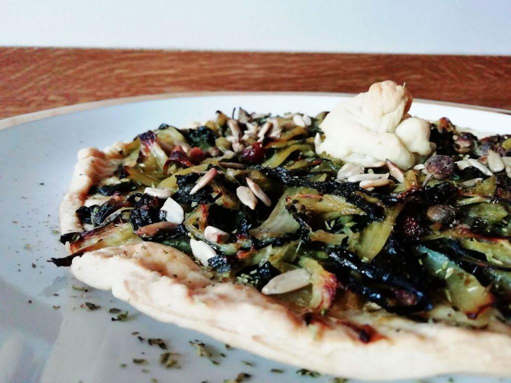 Antipasti a base di verdure senza uova senza burro e senza lattosio: focaccia di cicoria ripassata in padella con semi di girasole!