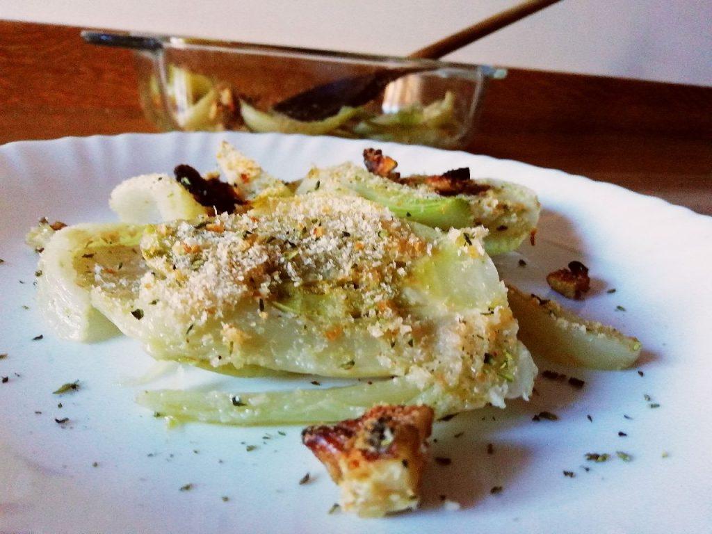 Contorni economici senza burro e senza formaggio: finocchi gratinati al forno con noci tritate!