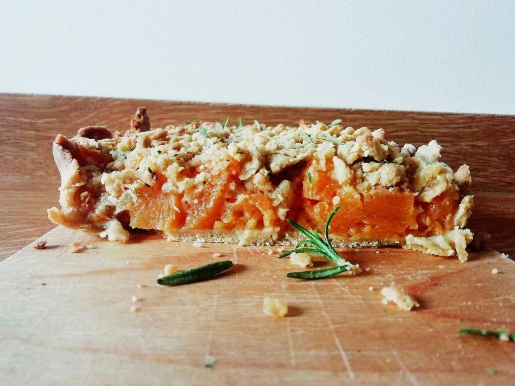 Antipasti a base di verdure senza burro e senza lattosio: sbrisolona salata ripiena di zucca al rosmarino!