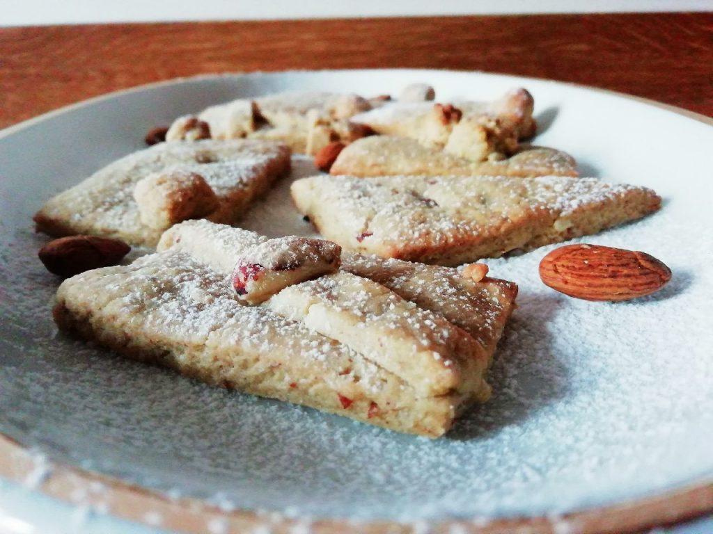 Dolci senza burro senza lattosio e senza uova: biscotti alle mandorle con zucchero di canna e olio d'oliva!