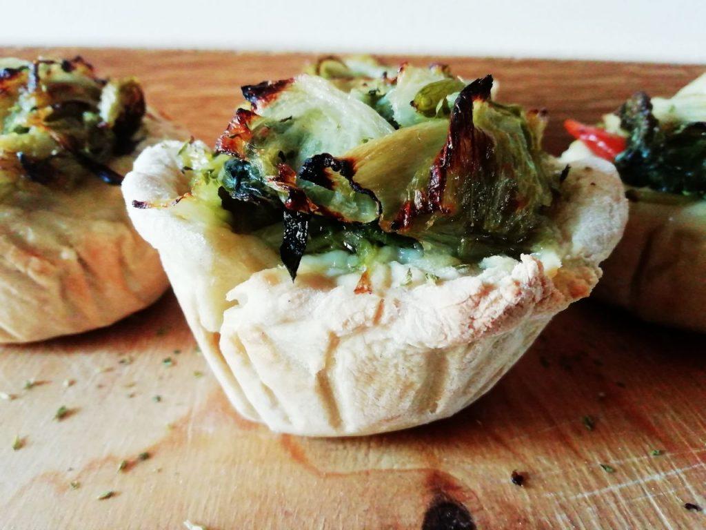Finger food senza uova senza burro e senza formaggio: mini quiche ripiene con scarola trifolata capperi e pomodorini!