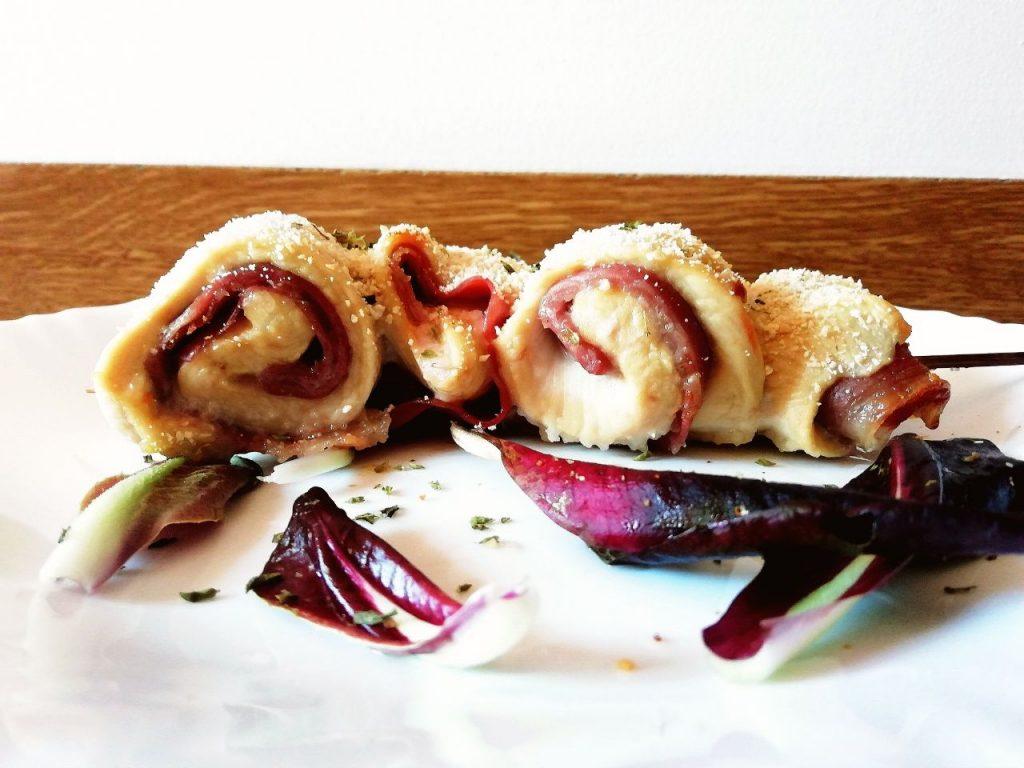 Secondi piatti a base di carne: involtini di pollo ruspante e prosciutto crudo senza formaggio e senza burro!