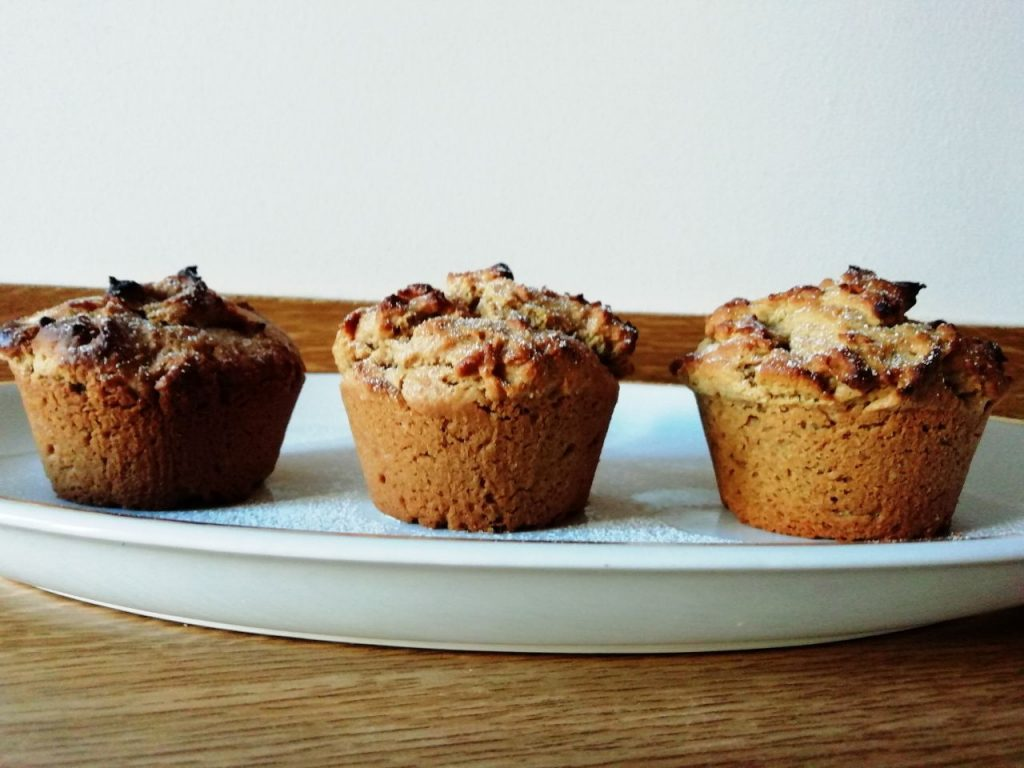 Dolci vegan senza uova e senza lattosio: muffin al burro di arachidi con zucchero di canna e farina di farro!