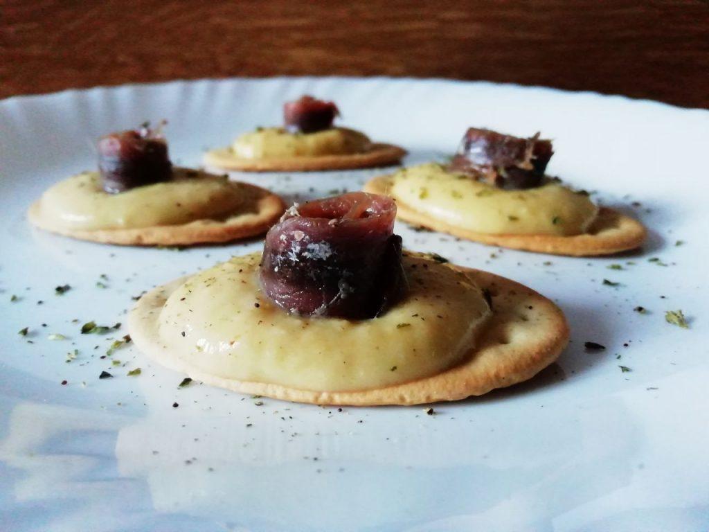 Antipasti senza glutine a base di legumi: patè di ceci con curcuma oli evo e acciughe!