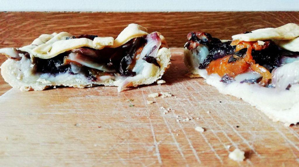 Antipasti economici senza uova senza burro e senza formaggio: crostata salata con radicchio rosso e zucca!