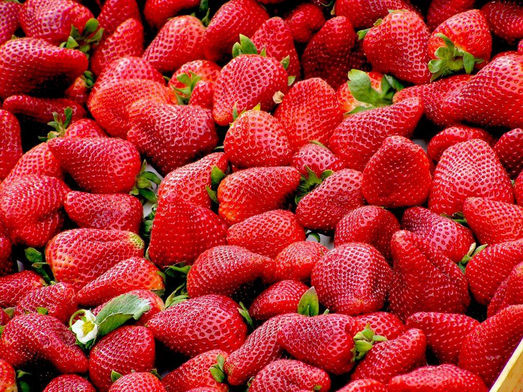 Frutta di stagione: le fragole valori nutrizionali e proprietà!