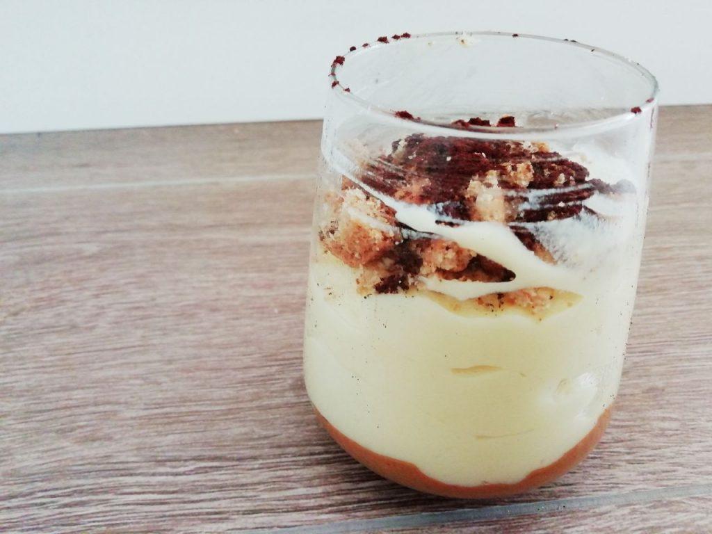 Dolci monoporzione semplici e veloci: bicchieri di crema pasticcera con biscotti integrali burro di arachidi e cacao amaro!