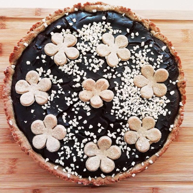 Dolci semplici ed economici: torta con frolla al burro e zucchero di cocco e crema pasticcera al cacao amaro!