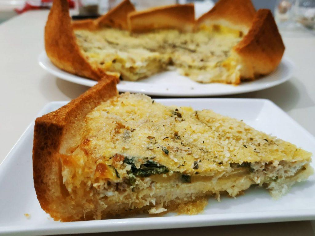 Antipasti economici senza burro e senza formaggio: torta di tramezzini con zucchine e tonno!