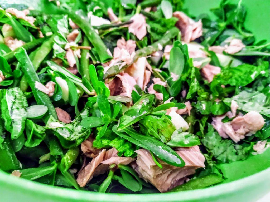 Ricette estive semplici e leggere: insalata di zucchine portulaca e filetti di tonno con olio evo e origano!