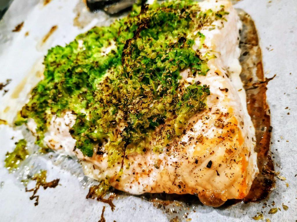 Secondi piatti a base di pesce: filetto di salmone al forno con zucchine senza olio e senza burro!