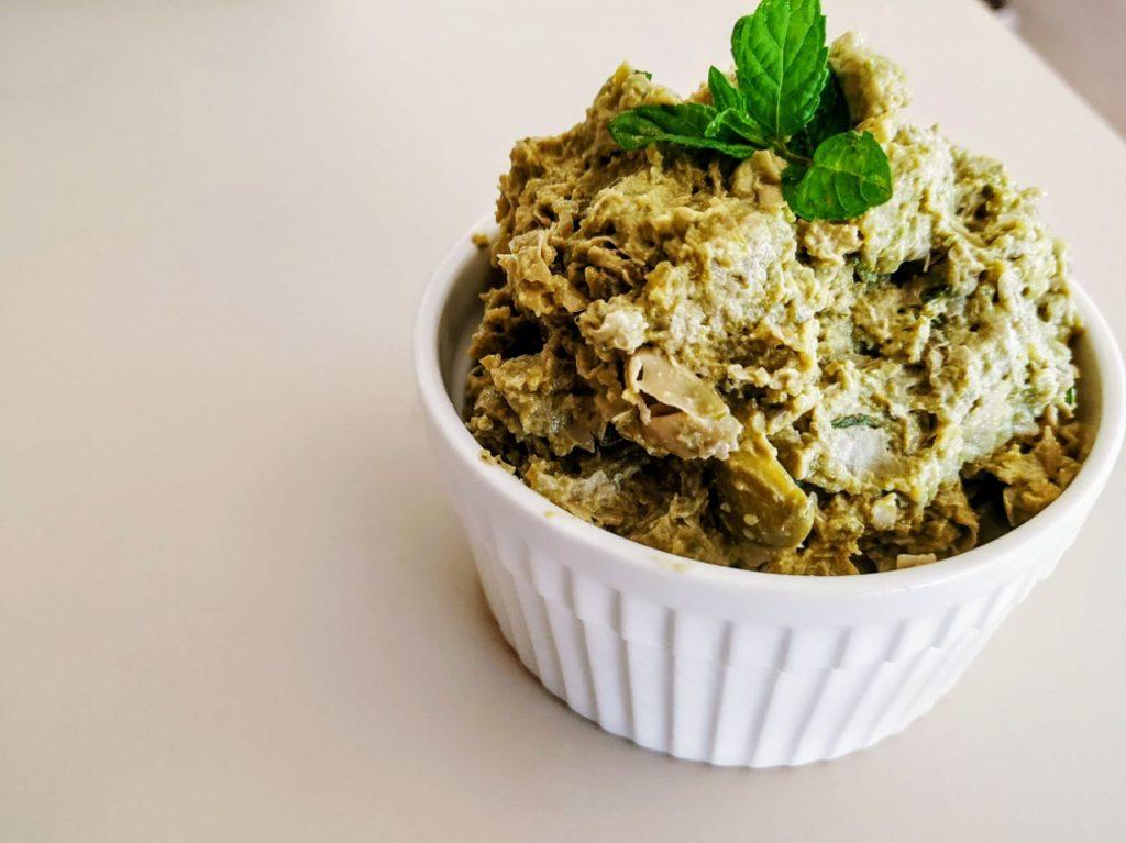 Antipasti senza burro e senza lattosio a base di legumi: hummus di fave verdi e menta!