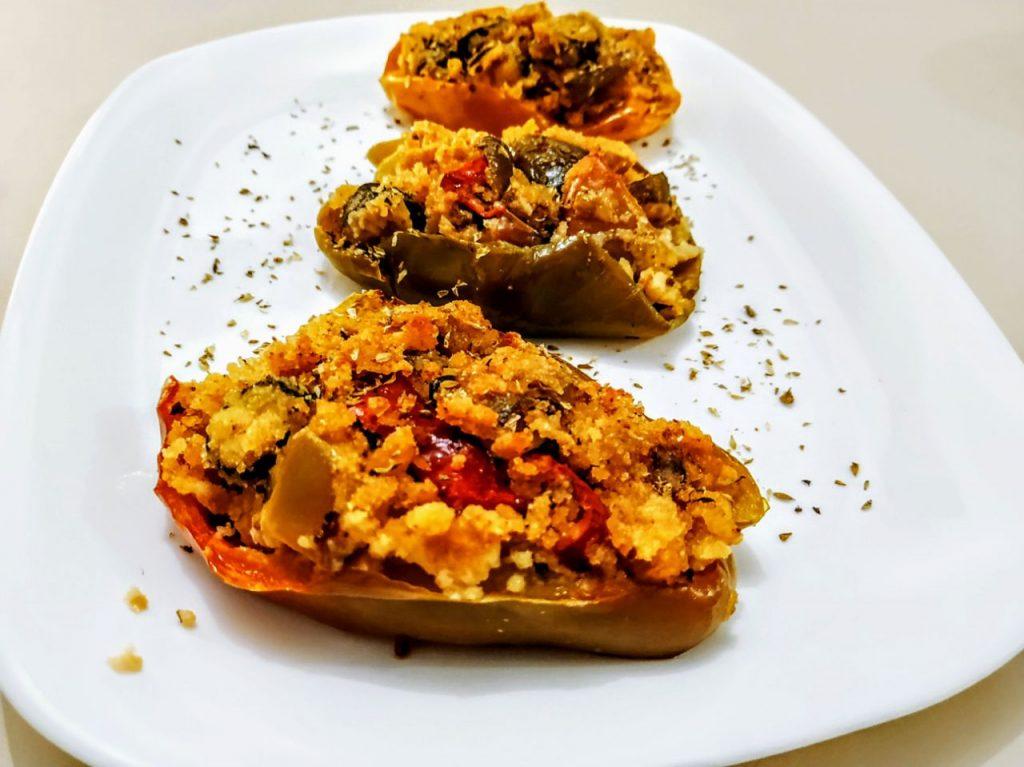 Antipasti a base di verdure senza burro e senza formaggio: peperoni in padella ripieni di verdure!