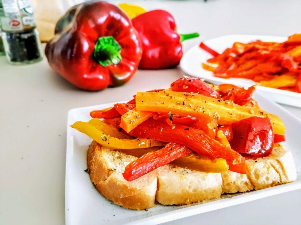 Contorni senza burro e senza formaggio: peperoni carote e pomodori in padella con olio evo e origano!