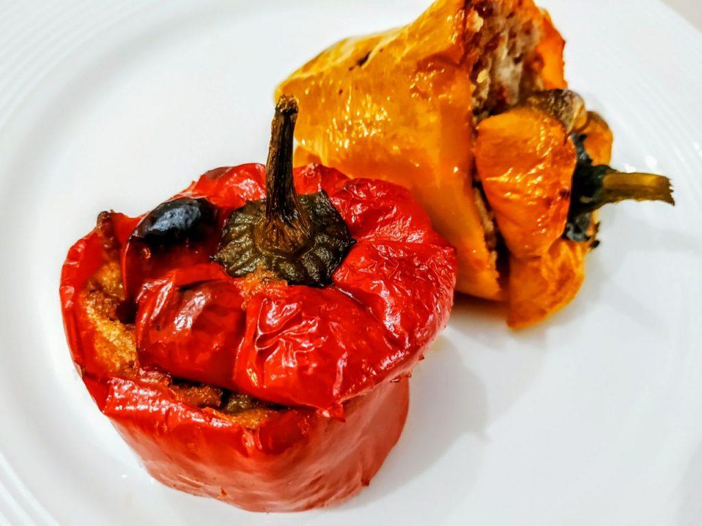 Ricette a base di verdure senza uova e senza formaggio: peperoni ripieni con macinato di vitello senza friggere!