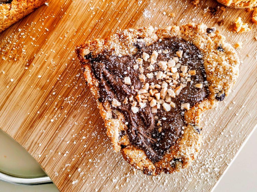Dolci senza burro e senza lattosio: crostatine con frolla all'olio d'oliva e gocce di cioccolato fondente farcite con crema alle nocciole!