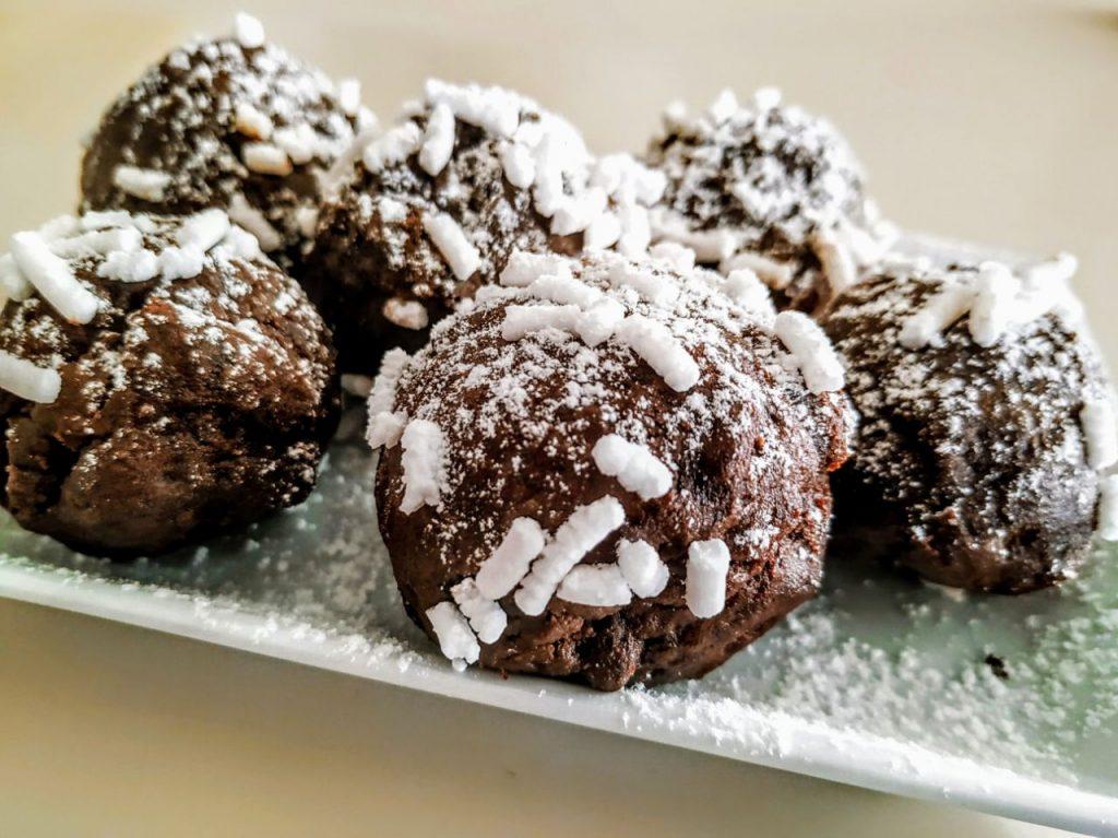 Dolci senza cottura semplici e veloci: tartufini con biscotti al cioccolato crema alle nocciole e caffè!