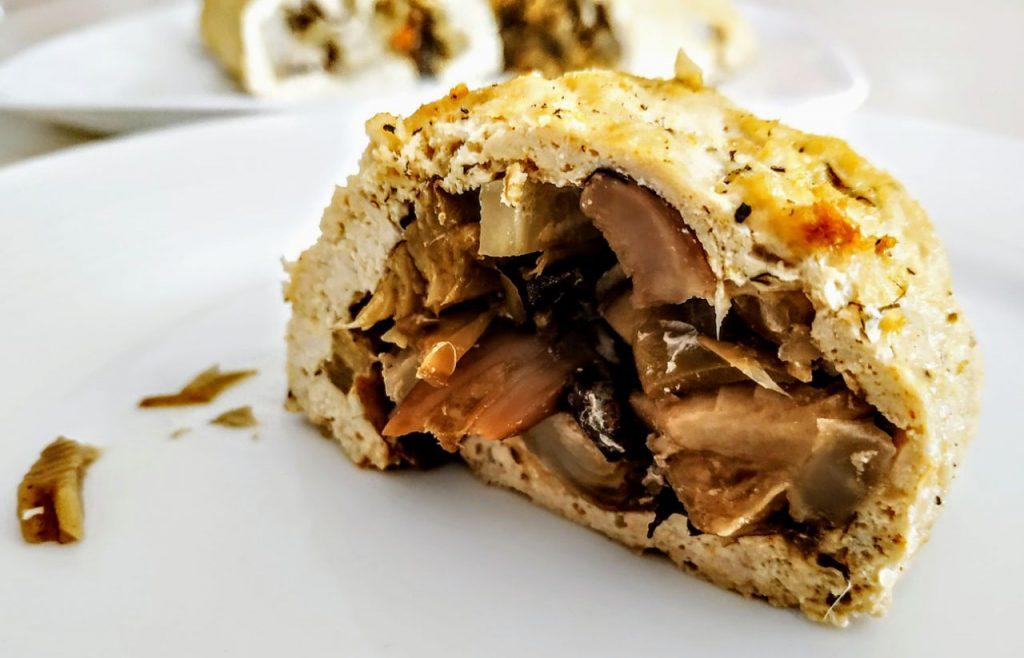 Secondi piatti a base di carne senza burro e senza formaggio: polpettone di pollo ruspante ripieno con carciofi funghi misti e finocchi trifolati!