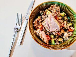 Piatti unici senza glutine senza uova e senza lattosio: couscous di grano saraceno con zucchine pomodorini e filetti di tonno!