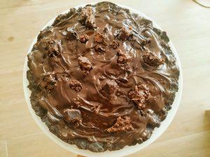 Dolci senza cottura facili veloci ed economici senza uova: torta salame di cioccolato con biscotti cioccolato fondente e crema di puro anacardo