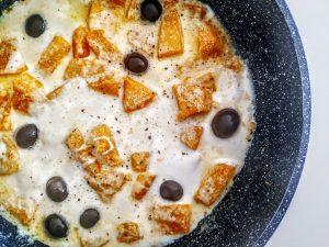 Ricette semplici e veloci senza burro e senza glutine zucca in padella con mozzarella e olive nere