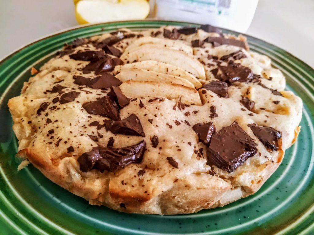 Torta di mele senza burro e senza lattosio con olio evo cioccolato al latte e zucchero di canna