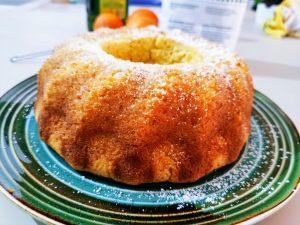 Ciambella soffice all'arancia con zucchero di canna e olio evo senza burro e senza latte