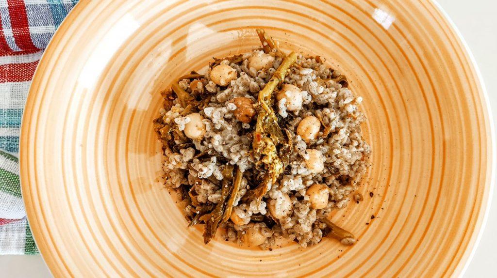 Pasta di riso con ceci e cime di rapa